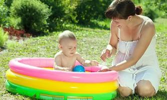 10 Корисних порад, як купати дітей в басейні на дачі