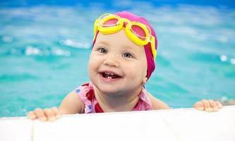 Основні плюси і мінуси відвідування басейну для дітей